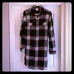 Women's L Caslon plaid button up tunic